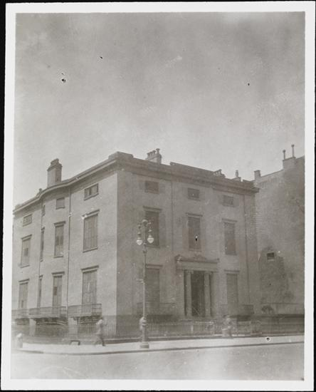 The Brevoort Mansion on 9th and 5th, circa 1915. Courtesy Museum of the City of New York.